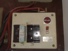 images 11 do i need a new fuse box or consumer unit? fact files from old style fuse box circuit breakers at bakdesigns.co